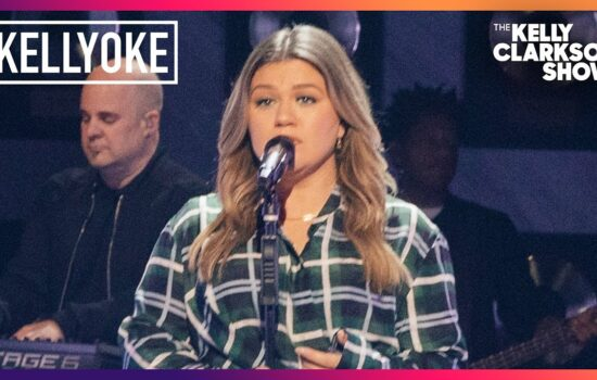 Kelly Clarkson Covers 'drivers license' for Kellyoke on 'The Kelly Clarkson Show'